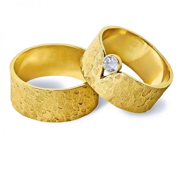 Snubní prsteny ručně tepané s kamínkem šířka 9,00 mm